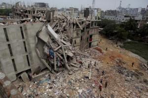 crollo-edificio-bangladesh-benetton-4-770x513